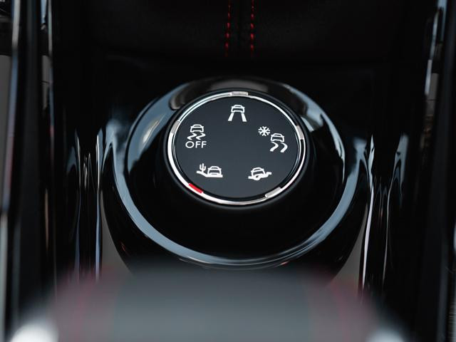 Peugeot 2008 SUV driving modes dial