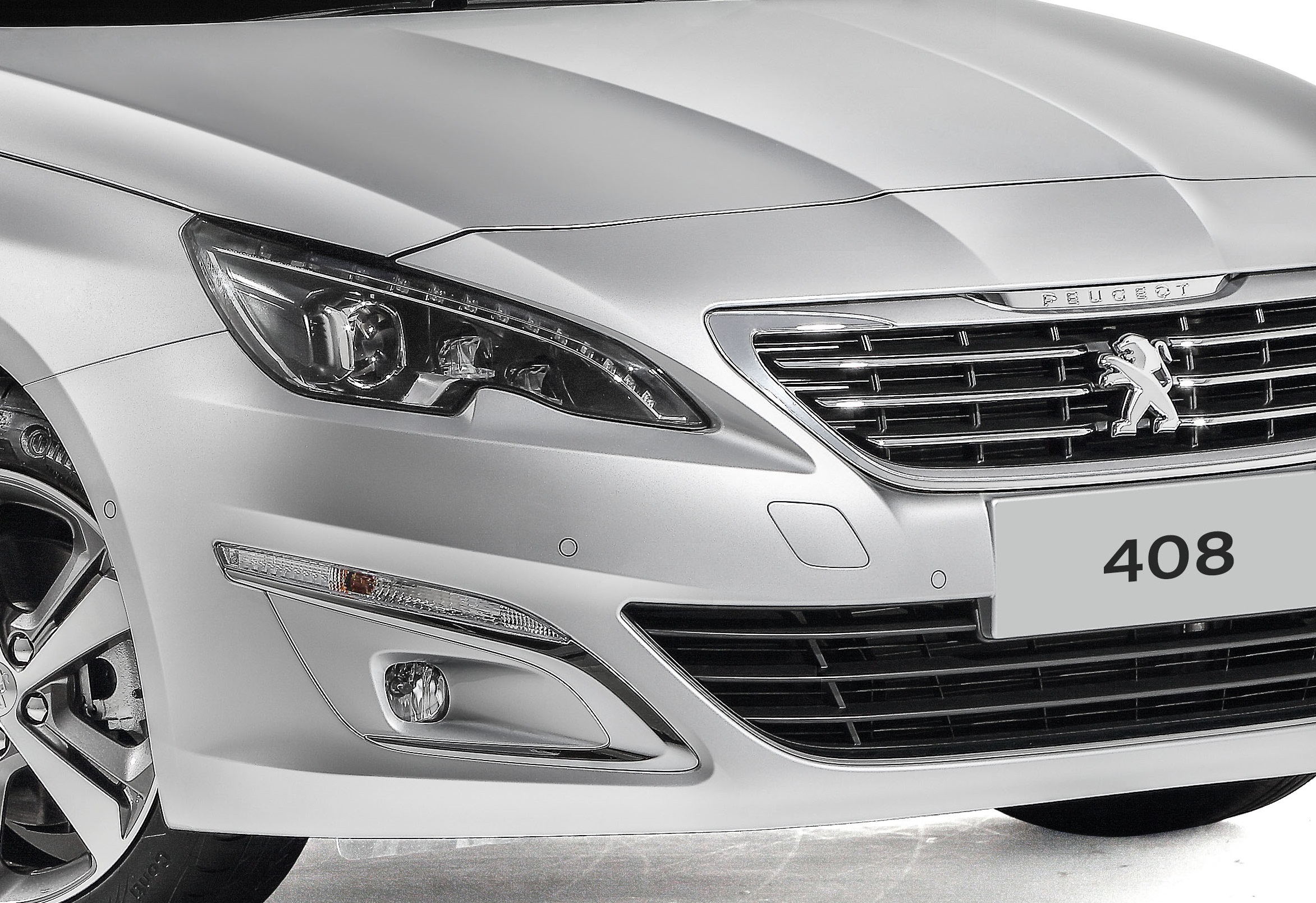 Peugeot 408 front view