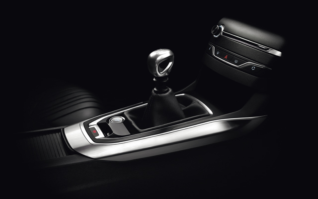 /image/78/1/peugeot_408_saloon_seating_trims_1.100781.jpg
