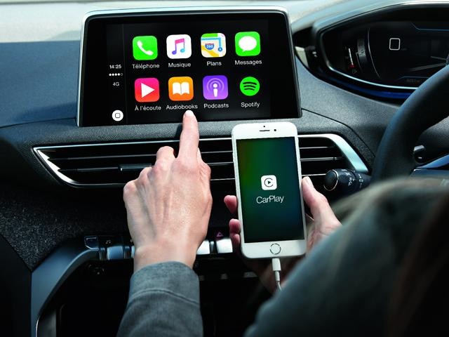 Peugeot 3008 SUV CarPlay