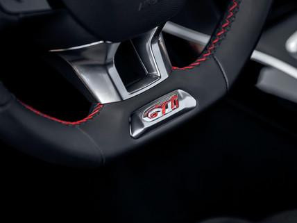 Peugeot 308 GTi by Peugeot Sport steering wheel