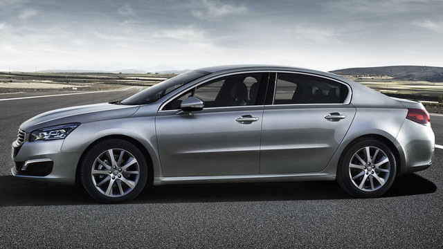 Peugeot 508 Saloon side view
