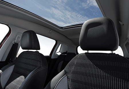Peugeot New 2008 SUV PureTech Panoramic Roof